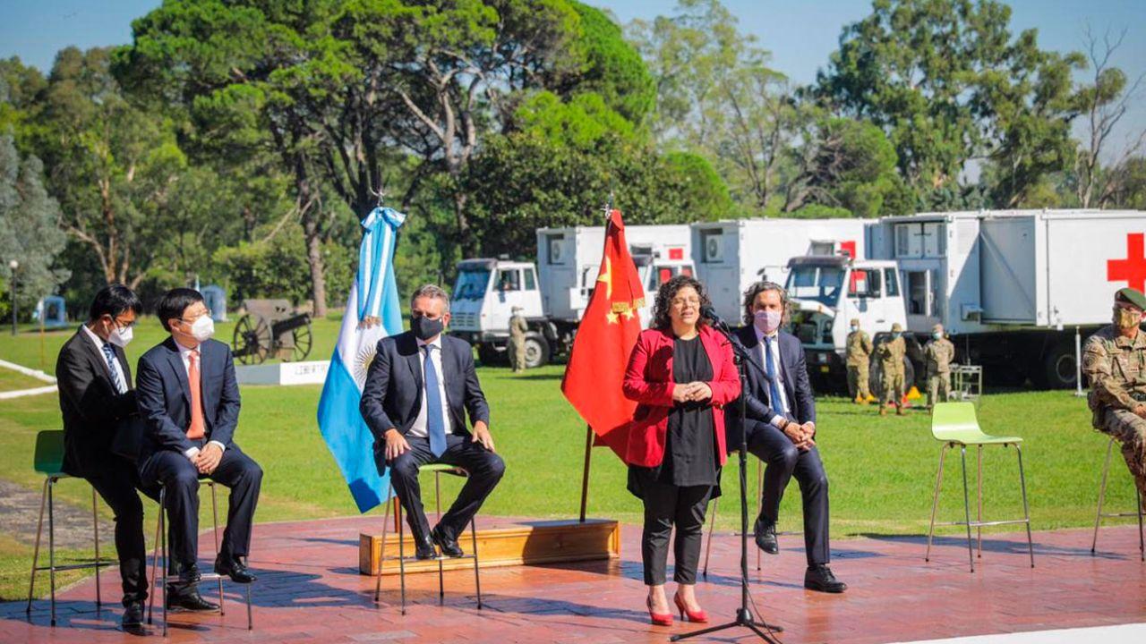 Vizzotti con Santiago Cafiero y Agustín Rossi en Campo de Mayo | Foto:cedoc