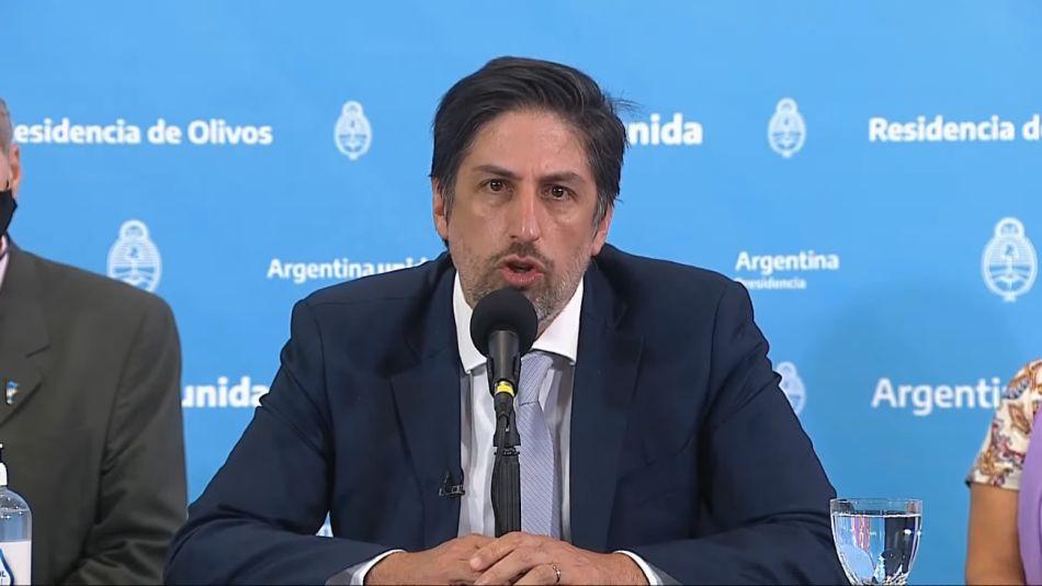 Nicolás Trotta, durante la conferencia de prensa junto a gremios docentes.