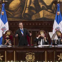 El presidente dominicano Luis Abinader pronuncia un discurso durante una ceremonia celebrada el Día de la Independencia en la Asamblea Nacional en Santo Domingo, el 27 de febrero de 2021. | Foto:AFP