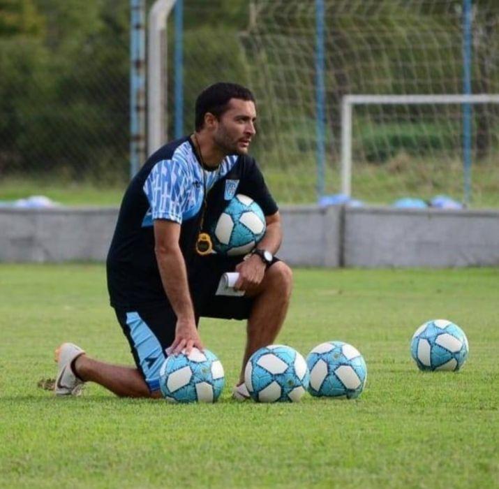 EN EL 'IMPERIO'. Tras su paso por la docencia, Sastre hoy forma parte del cuerpo técnico del 'León'. Dice que lo 'inspiró' su 'referente', Marcelo Bielsa.