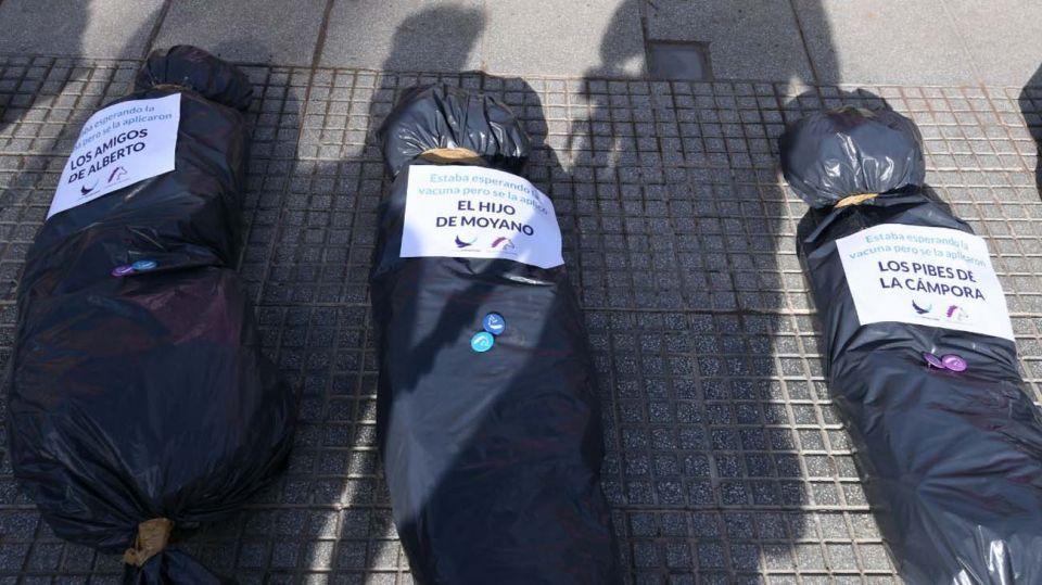 """""""Bolsas mortuorias"""": qué dijo la agrupación Jóvenes Republicanos, responsable de la escena"""