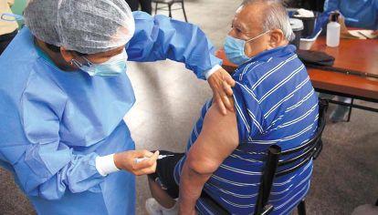 Foco. Mientras las miradas están en las vacunas, la pobreza sigue sin antídoto.