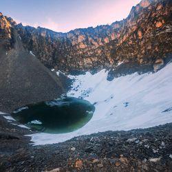 El misterioso lago está ubicado a 5.029 metros sobre el nivel del mar, en la parte de inferior de una de las montañas más altas que conforma la parte india del Himalaya