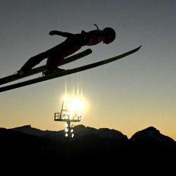 La eslovena Ursa Bogotaj se eleva durante el entrenamiento individual Women Hill en el estadio de salto en Oberstdorf, en el sur de Alemania, el 1 de marzo de 2021, durante el Campeonato Mundial de Esquí Nórdico de la FIS, que tendrá lugar hasta el 7 de marzo de 2021 | Foto:AFP