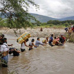 Colombia lanzó el 1 de marzo de 2021 un plan para regularizar alrededor de un millón de migrantes indocumentados que llegaron al país huyendo de la crisis en Venezuela, tras la firma del decreto del presidente Iván Duque. | Foto:AFP