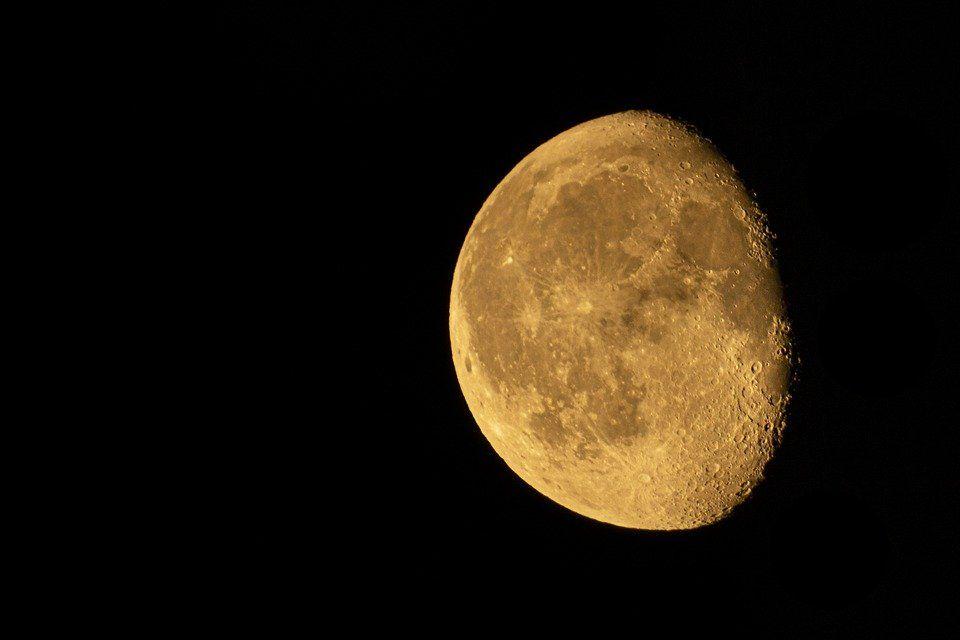 Luna de hoy en Escorpio, la más pasional: así afecta a tu signo el martes 2 de marzo