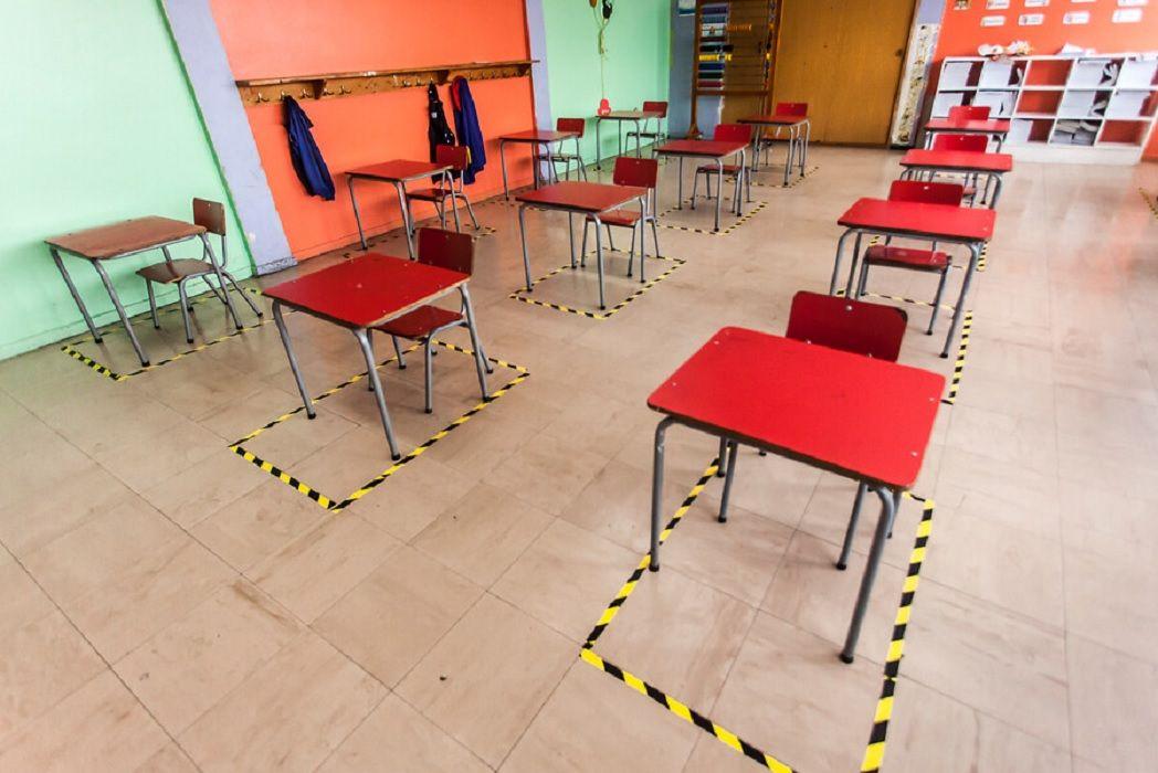 El ministro de Educación de Chile, Raúl Figueroa, advirtió que podrán suspenderse nuevamente si la situación de la pandemia lo amerita.