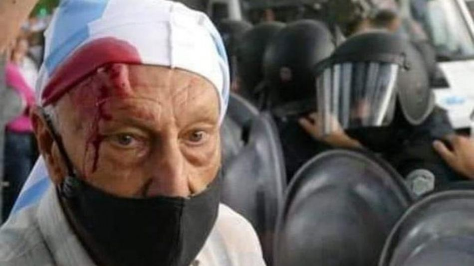 Un grupo de jubilados fue agredido en la quinta presidencial en la marcha contra el Gobierno.
