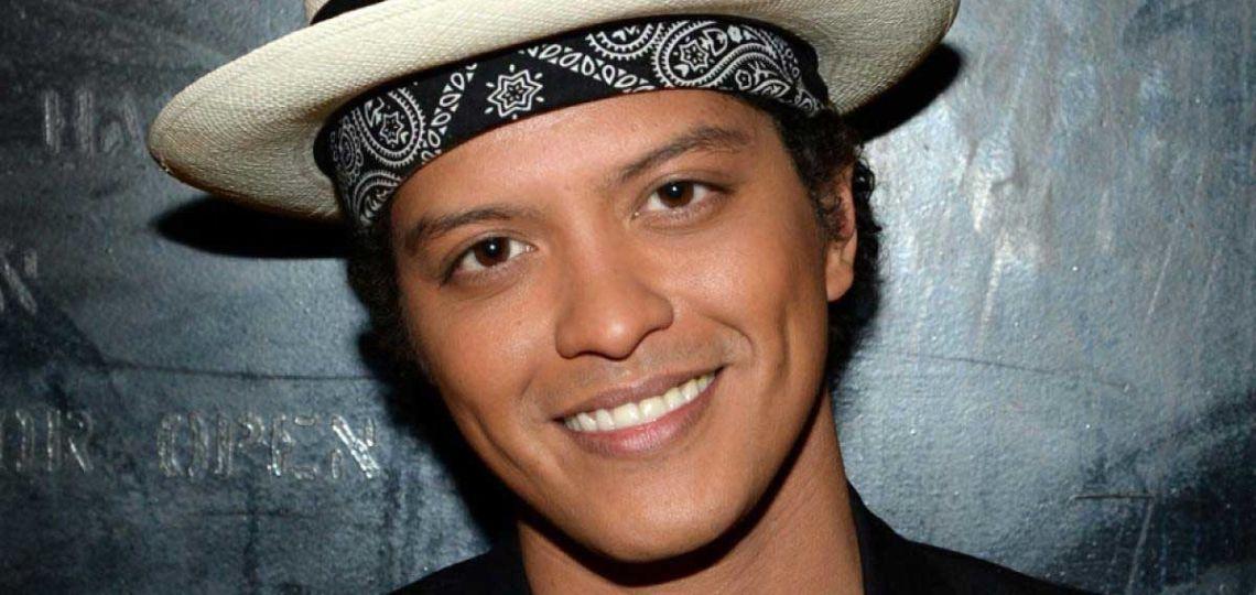Bruno Mars lanza una nueva colección de ropa bajo su alter ego Ricky Regal