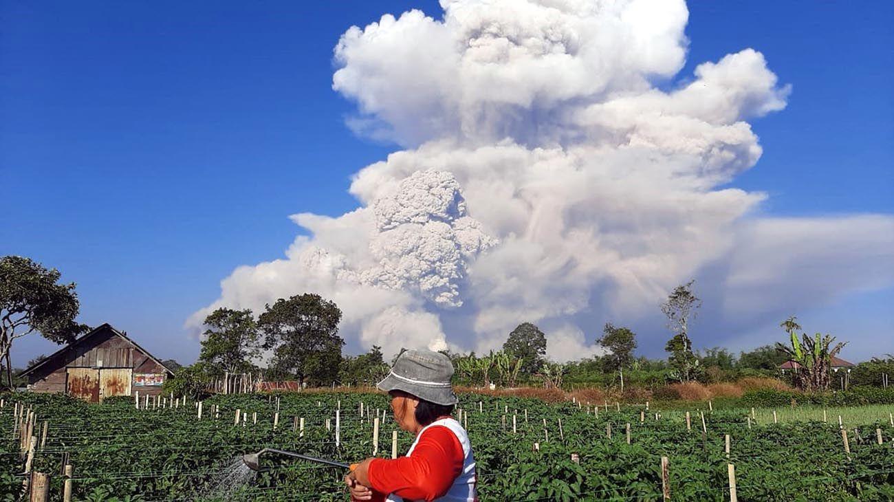 la erupción del volcán Sinabung