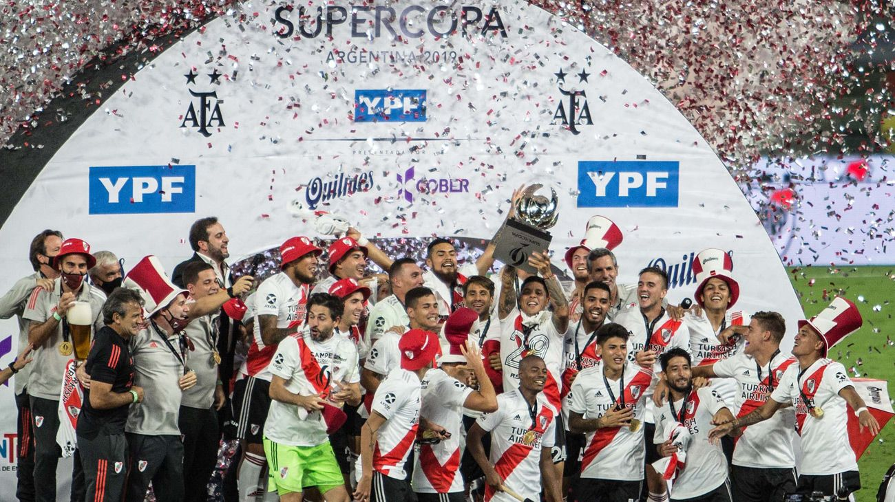 River Plate's players and coaching staff celebrate their win.