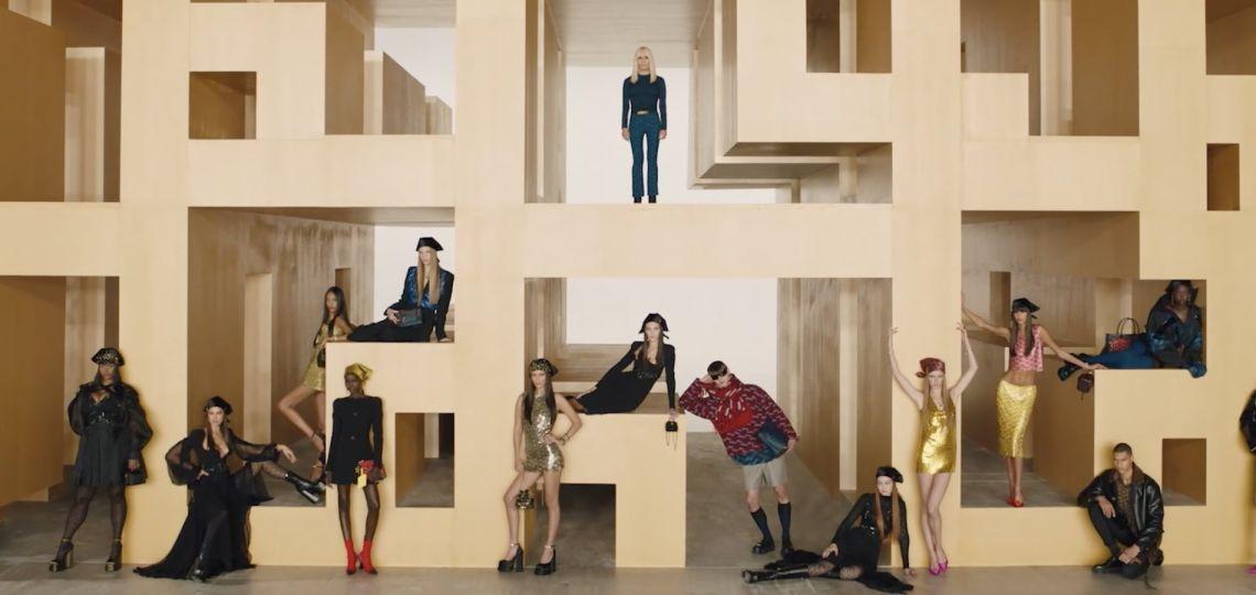 Con la vuelta de Gigi Hadid: Versace presentó su colección otoño/invierno 2021/2022