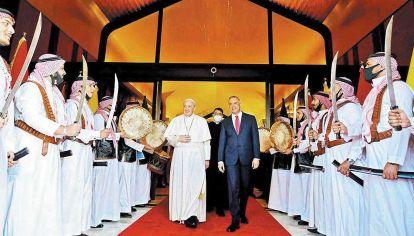Cambios.  El primer minstro iraquí Mustafa al-Kadhemi y una recepción muy particular.