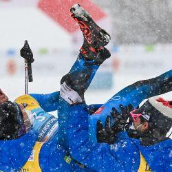 Francia 'Jules Lapierre, Francia' Maurice Manificat, Francia 'Hugo Lapalhus y Francia' ClementParisse celebran el tercer lugar en la carrera de relevos masculina de 4x10 km en el Campeonato Mundial de Esquí Nórdico de la FIS en Oberstdorf, sur de Alemania.  | Foto:AFP