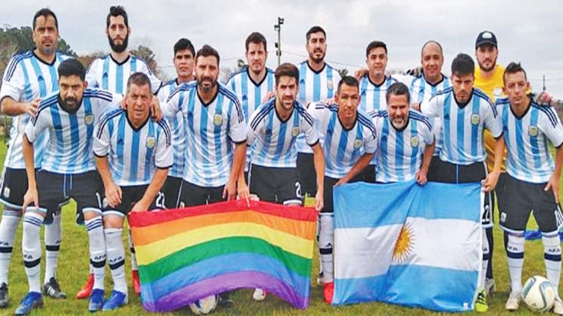 Los Dogos, the Argentine national team squad made up of homosexual and heterosexual players.