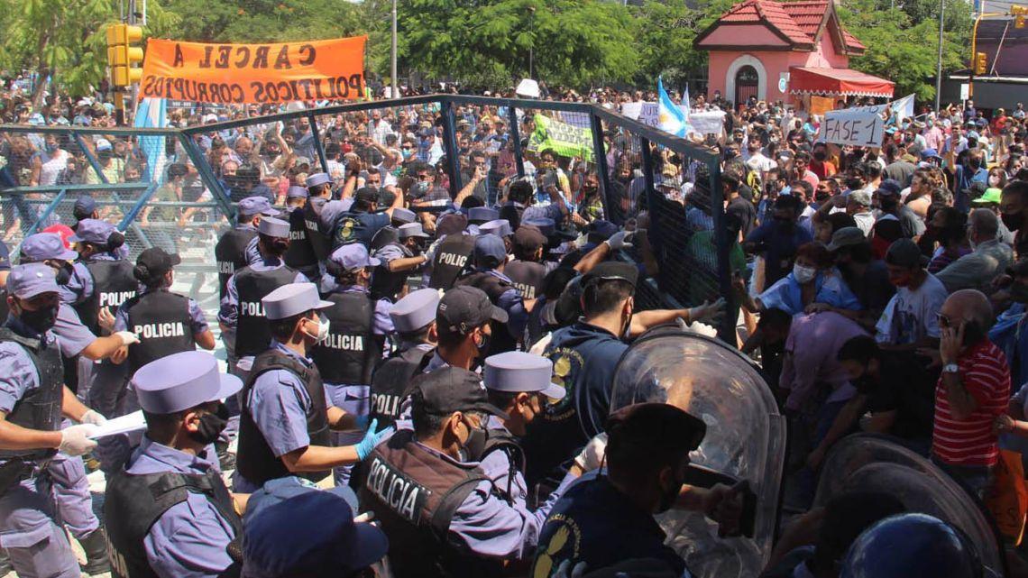 Protests in Formosa.