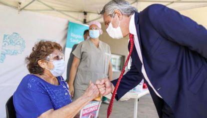 Vacunatorio. El Presidente Alberto Fernández visitó uno de los centros ubicados en la Provincia.