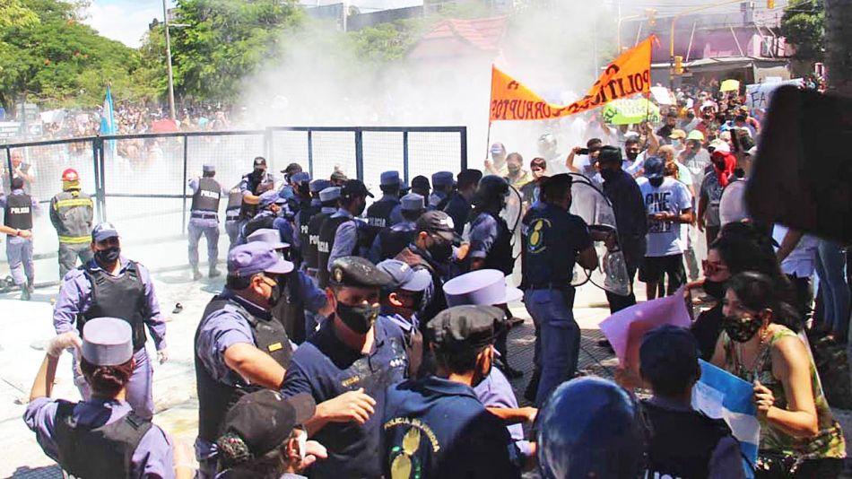 20210306_policia_represion_formosa_telam_g
