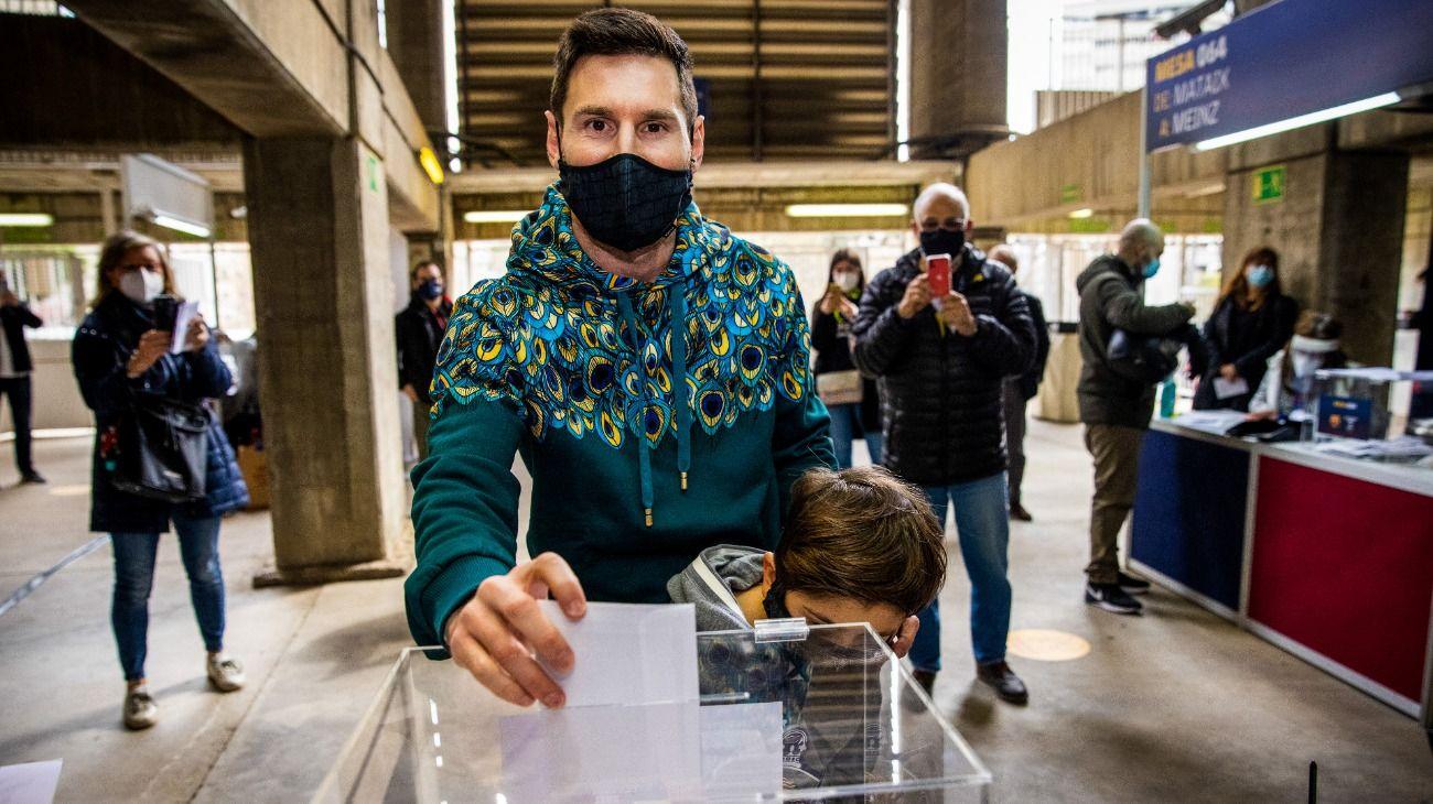 LIONEL MESSI, PRESENTE POR PRIMERA VEZ EN LA ELECCIONES DE BARCELONA. //@FCBARCELONA