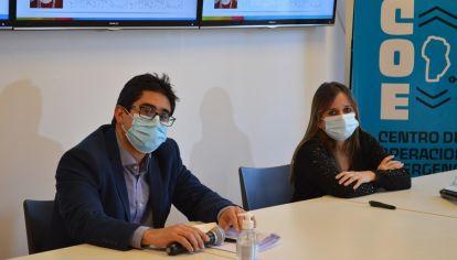 EQUIPO. Cardozo y Barbás fueron los encargados de presentar los reportes epidemiológicos semanales en la provincia durante el 2020.