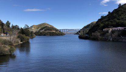 SAN ROQUE. El tradicional lago cordobés seguirá siendo monitoreado durante todo el 2021.