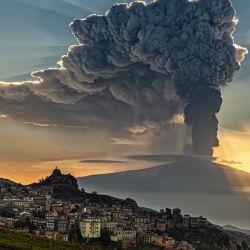 El volcán Etna volvió a erupcionar en la madrugada del domingo 7 de marzo.