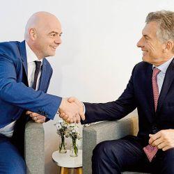 Mauricio Macri y Gianni Infantino, presidente de la FIFA.   Foto:Cedoc.