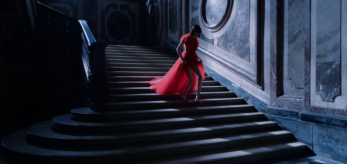 Con fantasmas y personajes oscuros, Dior presentó su nueva colección