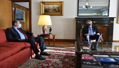 El futuro embajador en Rusia se reunió con el titular de Defensa antes de trasladarse a su destino.