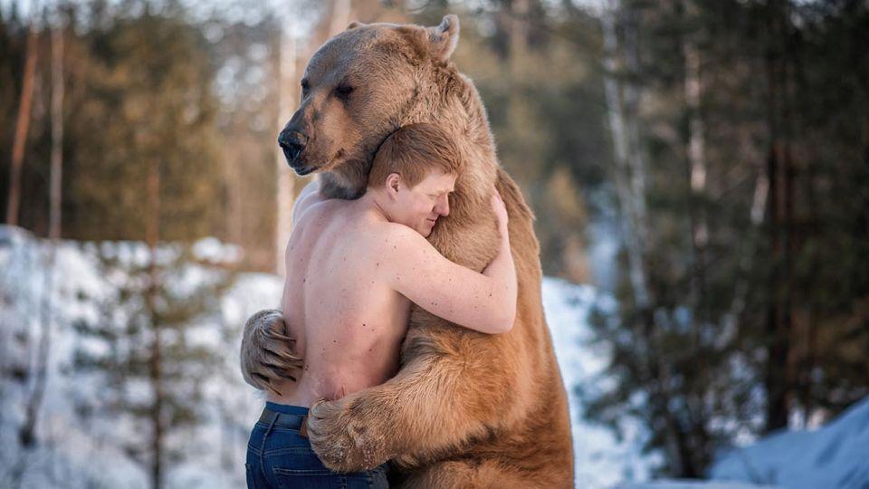 animales que abrazan a sus amos 20210309