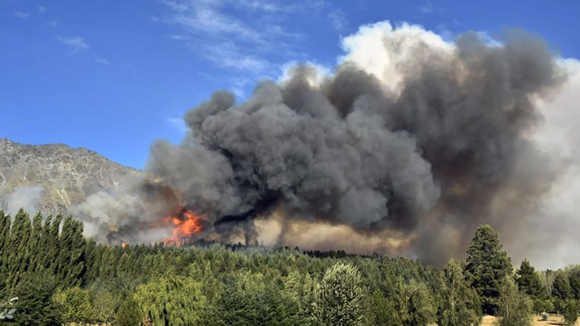 Fires creep closer to the region of El Bolsón.