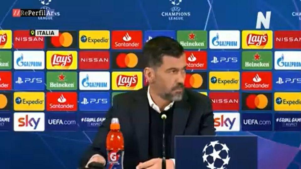 DT del Porto se va de la conferencia de prensa