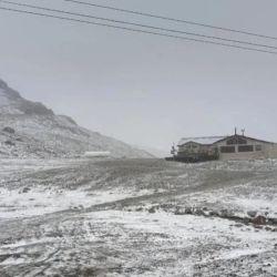 La nevada trajo un poco de alivio a una región que se vio castigada por los incendios.
