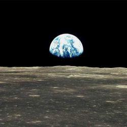 Amanecer de la Tierra en la superficie lunar. | Foto:NASA