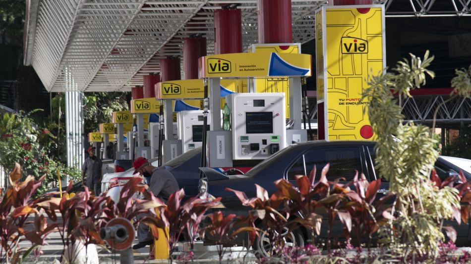 Out Of Money And Fuel, Venezuela Hands Over Hundreds Of Gas Stations
