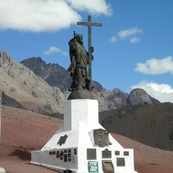 La estatua mide 7 metros de altura y pesa 4 toneladas.