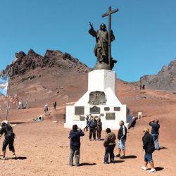 La obra fue realizada por el escultor argentino Mateo Rufino Alonso.