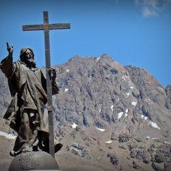 El espectacular monumento está emplazado en el límite fronterizo entre la Argentina y Chile.
