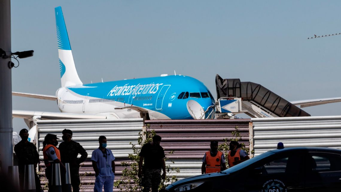 An Aerolíneas Argentina plane departs for Russia to pick up a delivery of Sputnik V vaccine doses.