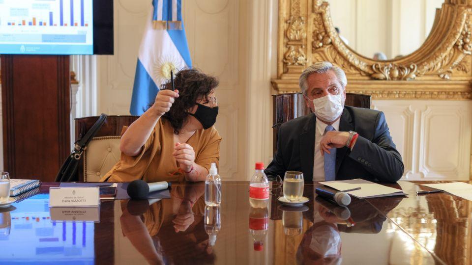 Alberto Fernández junto a Carla Vizzotti al presidir el Comité de Vacunación.