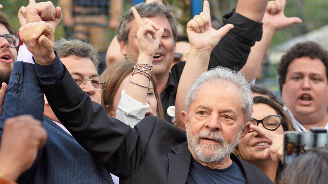 Fomer President Lula and some followers.