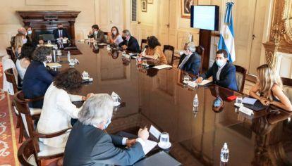 Comité. Se reunió ayer en Casa Rosada y fue encabezado por el Presidente y la ministra de Salud.