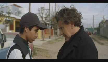 LUZ CÁMARA, ACCIÓN. Maico Joel Pradal y Osvaldo Laport cara a cara en una escena del film Bandido.