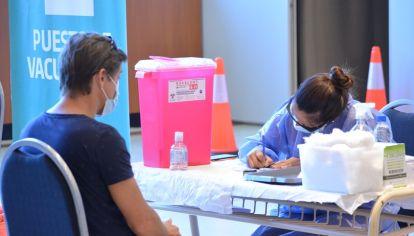 INMUNIZACIÓN. En la provincia de Córdoba se colocaron en total 183.499 dosis de vacunas contra el Covid-19.