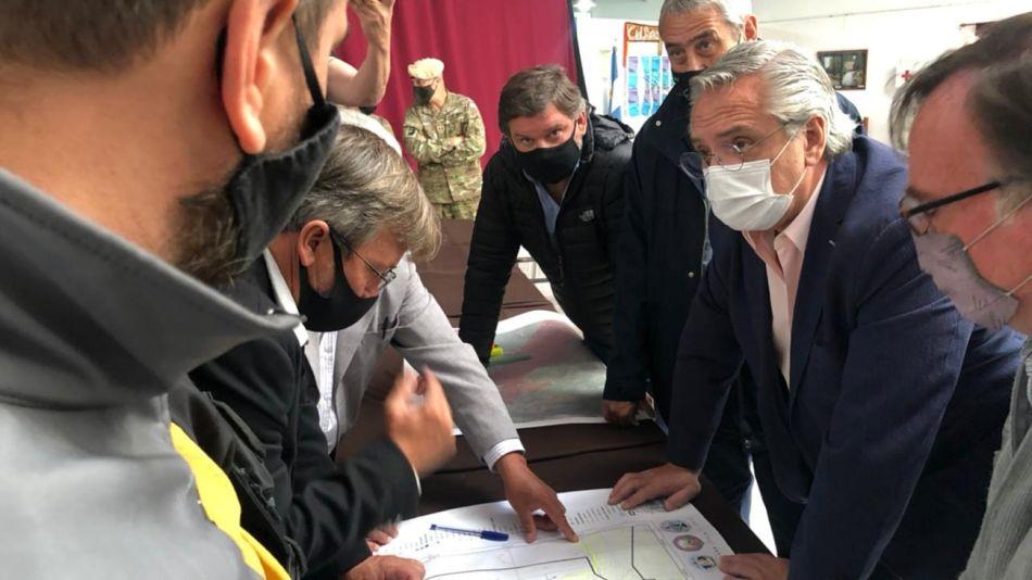Alberto Fernández, en el cuartel de operaciones montado por los incendios en el sur.