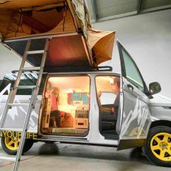 El Flowcamper Casper se destaca por ser un vehículo pequeño que sabe aprovechar muy bien el espacio para ofrecer un habitáculo muy cómodo y amplio.