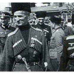 La primera deserción importante de soldados del Ejército Rojo al lado alemán fue la unidad Cosaca n° 436 de Infantería.