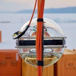 Consta de varias cuerdas con vidrio redondo y con un módulo de acero inoxidable que lo acompaña.