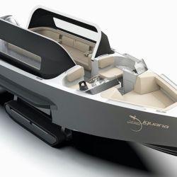 Lo primero a destacar de esta embarcación anfibia es su capacidad de transportar hasta 12 pasajeros y 2 tripulantes.