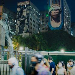 Participants in the audio documentary 'Aletta Jacobs. Pionera' walk through Plaza Houssay, Recoleta.